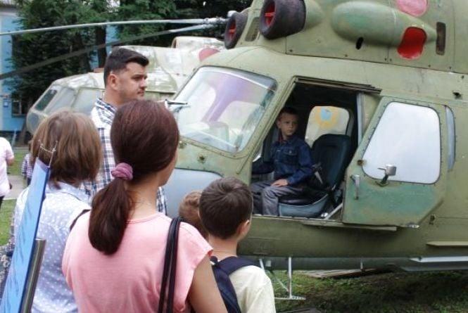 Військові авіатори кличуть у гості:  покажуть літаки та наварять каші