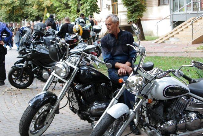 Під гурткіт мотоциклів на День Європи байкери пригощатимуть шашликами
