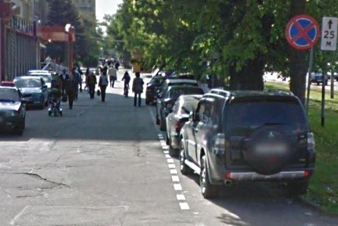 Вінничани придумали, як боротися з автомобілями на велодоріжках