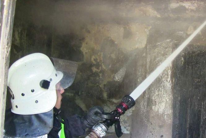 У Ямполі 5 вогнеборців гасили сарай, який підпалив підліток