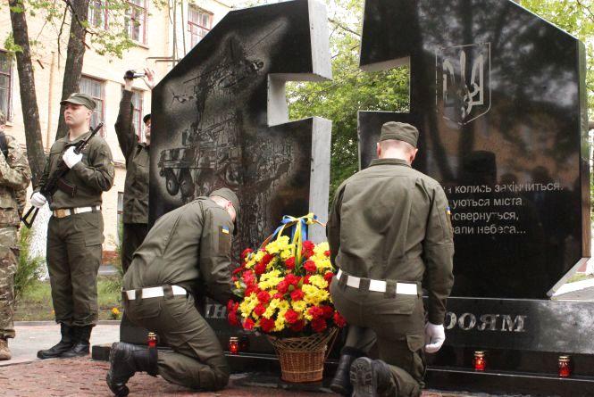 У Вінниці відкрили пам'ятник загиблим нацгвардійцям (ФОТОРЕПОРТАЖ)