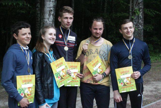 В Лісопарку пройшов турнір зі спортивного орієнтування. Який виш переміг?