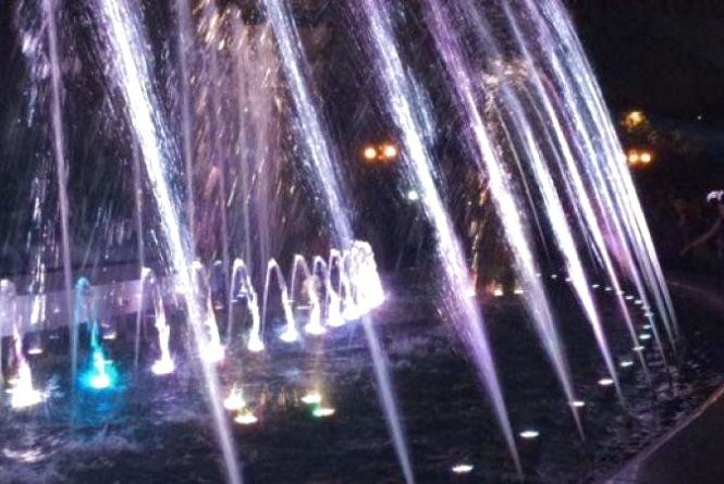 У Києві відкрили світло-музичний фонтан (ВІДЕО)