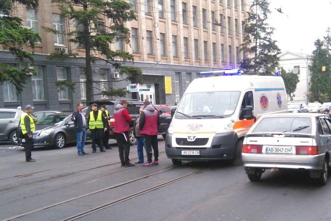 На Соборній водій «Лексуса» збив жінку.  Її забрали до лікарні (ФОТО)