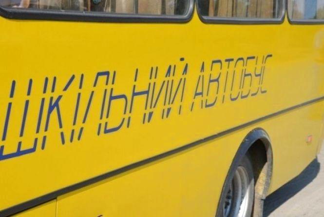 В Бершаді «шістка» врізалась в шкільний автобус, який перевозив 15 дітей