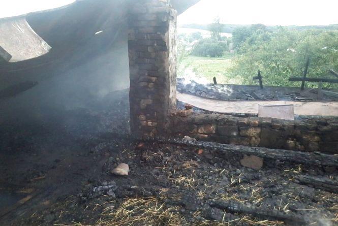 Без даху над головою залишилася сім'я із Степанок. Їх будинок згорів