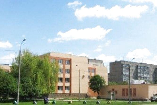 По вулиці М.Кошки утеплюють дах 16-тої школи. ФОТО