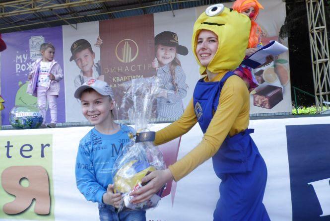 Планшет і ще 6 000 призів роздала RIA на святі Дитинства (ФОТО, ВІДЕО)