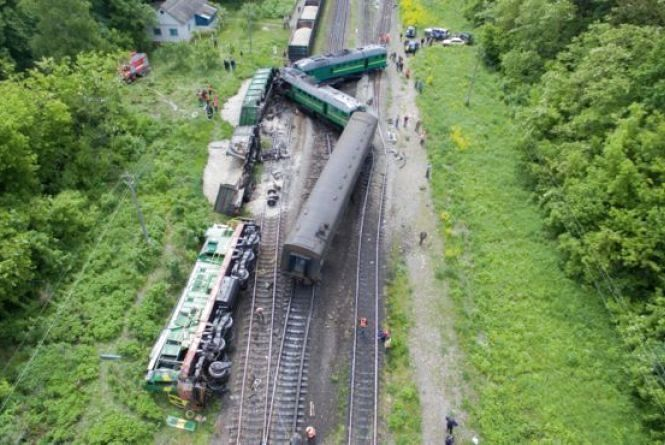 Вінничани допомагали на місці зіткнення двох потягів на Хмельниччині