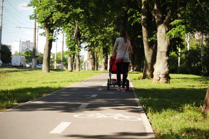 «Навіть не хочу чути!»: пішоходи не діляться велодоріжками з велосипедистами (ФОТО, ВІДЕО)