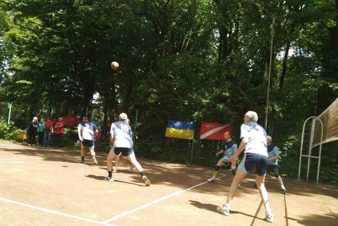 Обласний Кубок з волейболу серед ветеранів здобув «Педагог-Сокіл»