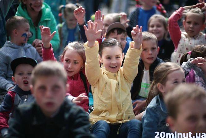 """Фестиваль сім'ї в Хмільнику: діти з батьками """"круто"""" розважалися  (ФОТО)"""