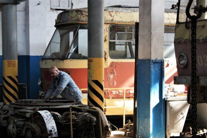 За дверима депо — де «живуть» трамваї (ФОТОРЕПОРТАЖ)
