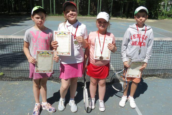 У тенісному турнірі до Дня захисту дітей домінували дівчата