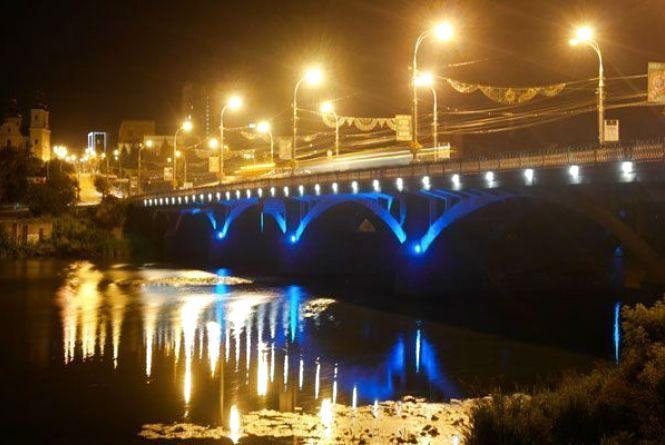 Цієї ночі перекриють частину Центрального мосту. Ремонтуватимуть теплотрасу