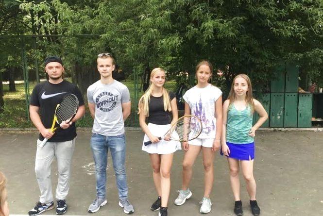 У паркових турнірах з великого тенісу дівчата продовжують перемагати юнаків