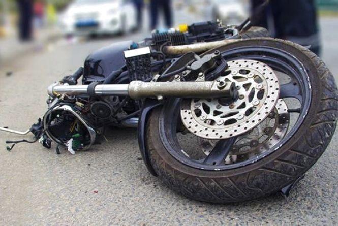 У Вінниці на мосту в опору в'їхав мотоцикліст. Ще один його «колега» протаранив ВМW