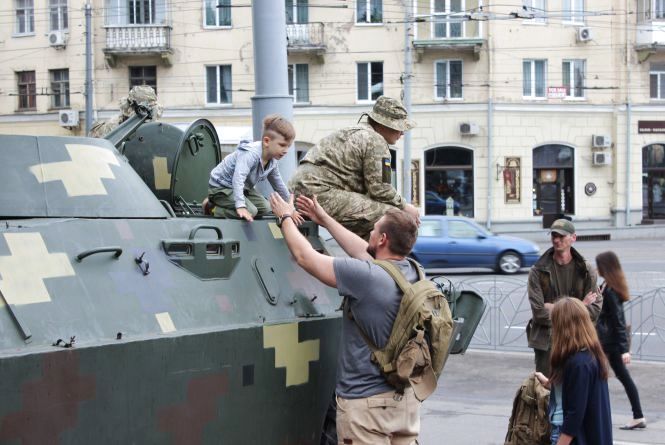 Військовий ярмарок вакансій: маленькі хлопці цікавилися, великі — обходили десятою дорогою