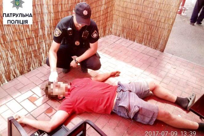 У Вінниці на заправці молодий чоловік втратив свідомість
