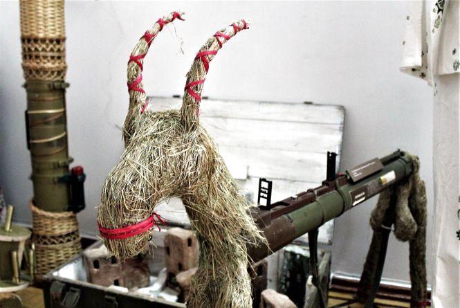 «Цап»-гранатомет і соняшник з патронів. Військовий арт в краєзнавчому музеї