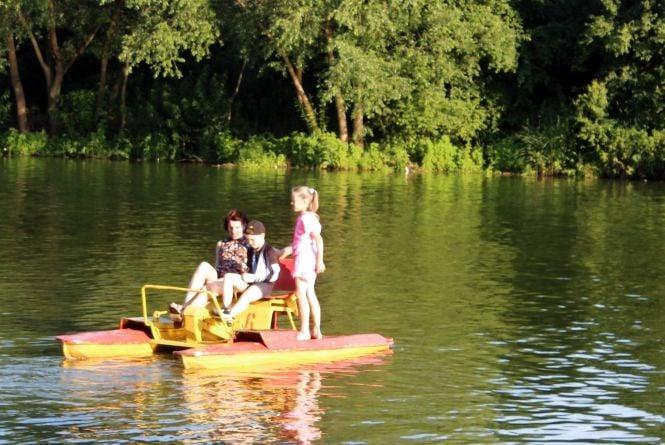 Водні розваги. Де у місті можна покататися на човні, катамарані, теплоході