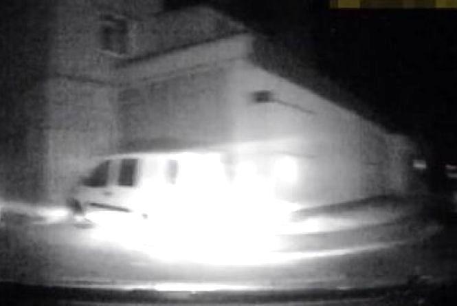 Нічна погоня від копів: вінничанин невдало вкрав автівку та сховався на кладовищі