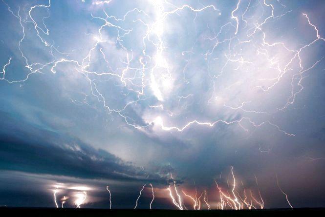 На Україну суне циклон з грозами та спекою. Прогноз погоди на тиждень (КАРТА)