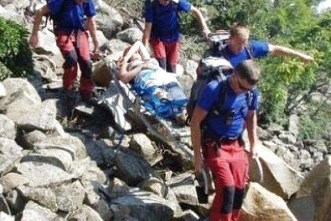 Гірські рятувальники знімали з Петросу 23-річну вінничанку. Вона в лікарні