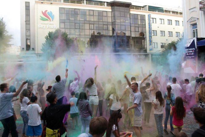 Чому в середу кидалися фарбами в центрі міста і чого ще очікувати до понеділка