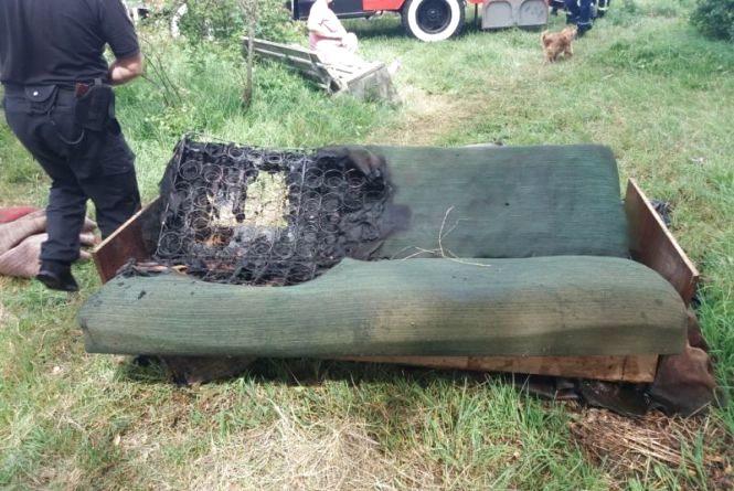 Смерть з сигаретою на дивані: на Вінниччині згорів 65-річний чоловік
