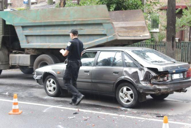 Аварія на Брацлавській: врізались одне в одного Мазда, Тойота та Фольксваген