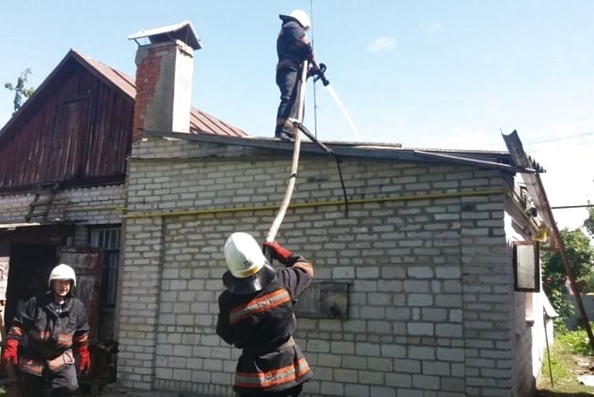 Пожежа в Козятині: горів будинок. На виклик приїхали четверо рятувальників