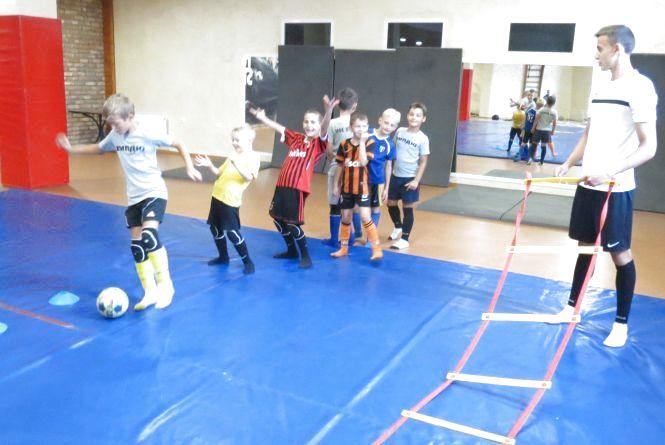 Найменшим гравцям радять починати з футзалу