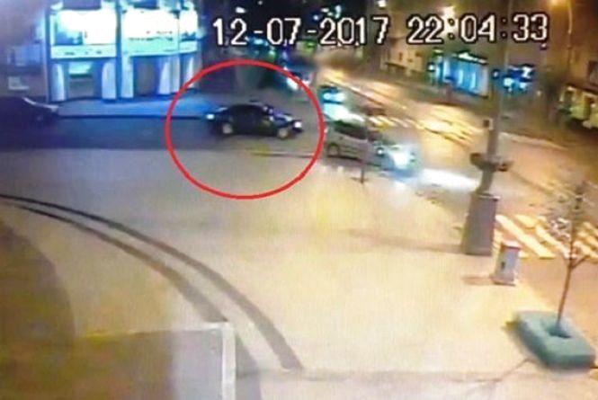 На Магістратській троє чоловіків побили керівника осередку політичної партії (ФОТО)
