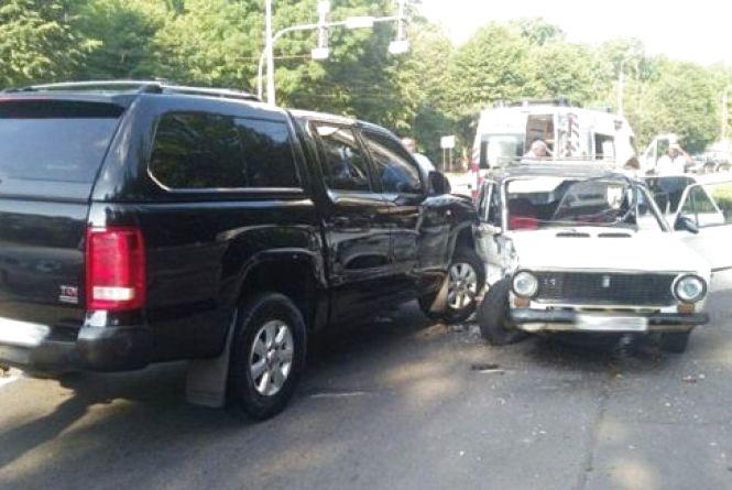 ДТП на Хмельницькому шосе: два побиті авто та троє травмованих (ФОТО)
