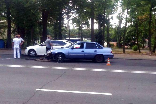 """На Магістратській зіткнулися три автівки. Бампером пошкоджено """"Шкоду"""""""