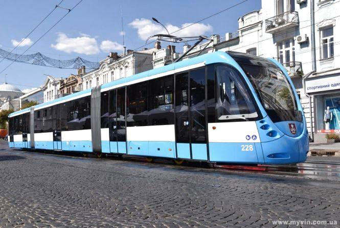 На добу у Вінниці призупинять рух трьох трамвайних маршрутів та змінять рух одного автобусного