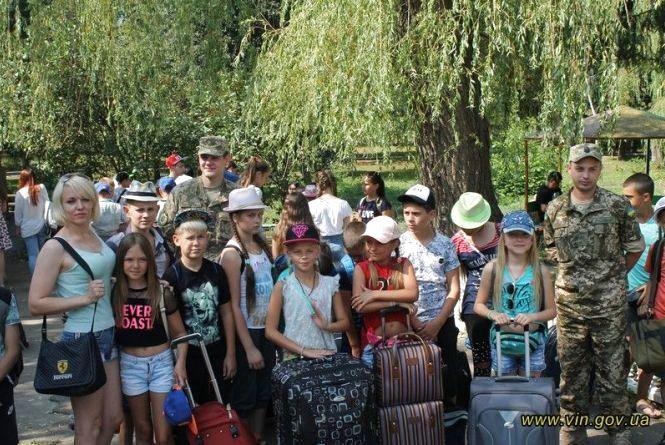 З прифронтової зони на Вінниччину у літній табір приїхало майже півсотні дітей