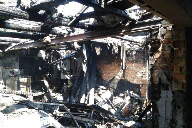 Пожежа у Вінниці: згорів гараж, авто та травмувався власник