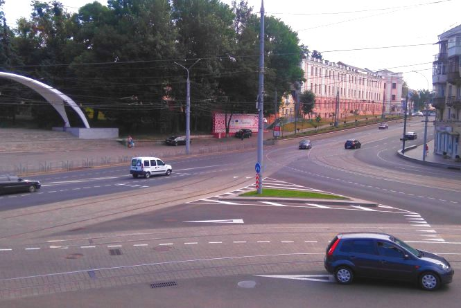 Місяць нових пріорітетів руху на площі Гагаріна. Що змінилося? (ОПИТУВАННЯ)
