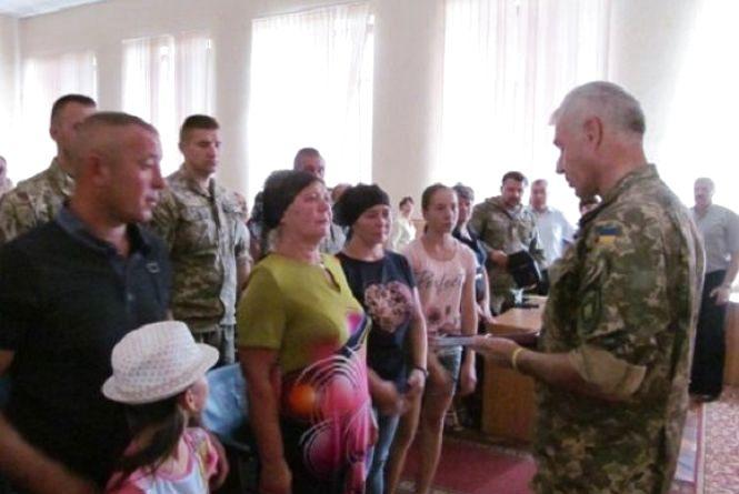 Матері загиблого воїна АТО із Шаргородщини вручили орден сина, що присвоєний посмертно