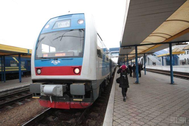 «Укрзалізниця» скасувала маршрут до Вінниці двоповерхового поїзда Skoda