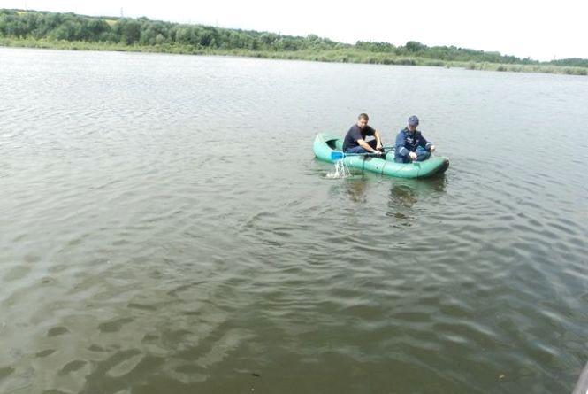 На Вінниччині дідусь купався в ставку. Тіло діставали рятувальники