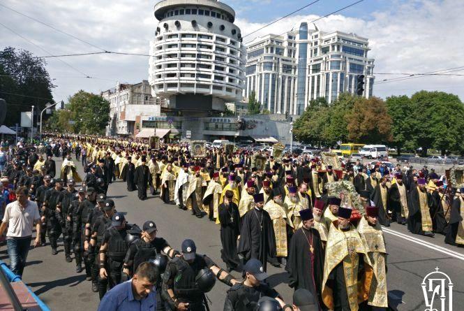 Близько 100 тисяч віруючих УПЦ урочисто відзначили День Хрещення Русі (прес-служба «Iнтер»)