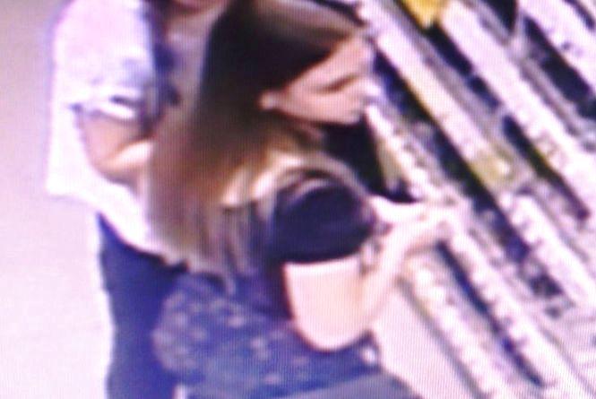 Дві дівчини вкрали косметику в «Watsons» на Пирогова. Допоможіть їх знайти