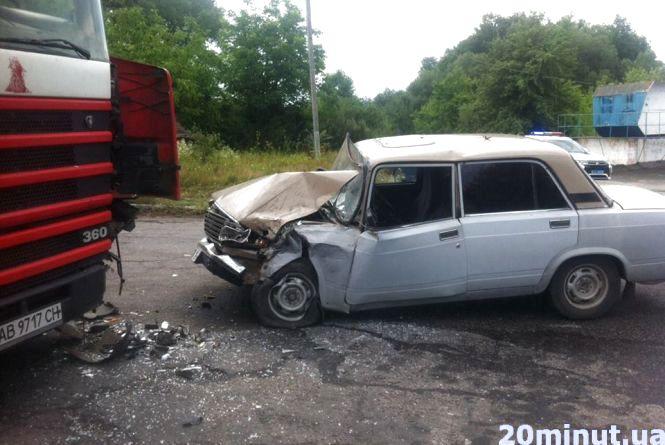 Водій автівки «ВАЗ» після лобового зіткнення з вантажівкою лише «перелякався»