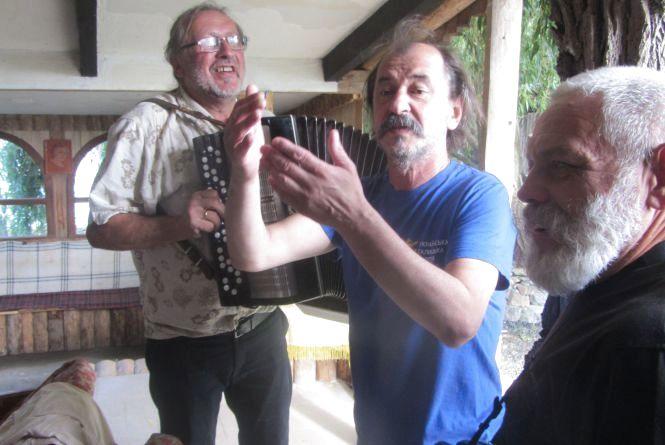 На «Козацькій леваді» співали і говорили про  Крим, вільний від окупантів