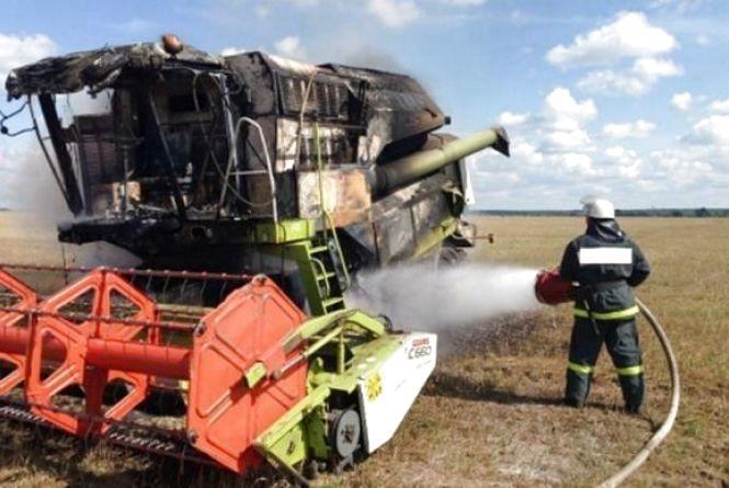 У Вендичанах на полі спалахнув комбайн. 34-річний чоловік отримав опіки