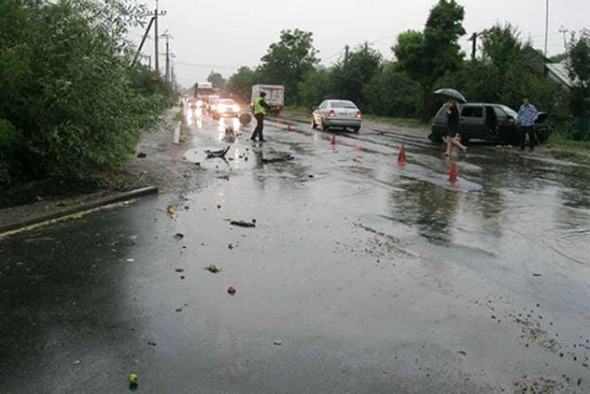 У Гайсині зіткнувся легковик та вантажівка. Водій одного із авто заснув за кермом