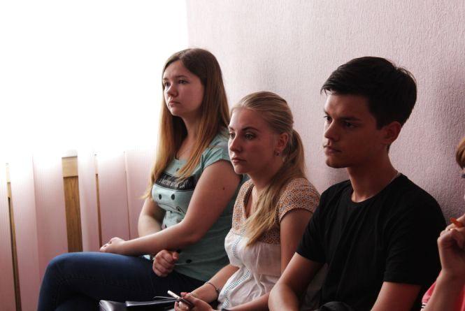 Чому студентам-переселенцям відмовили у закордонних паспортах